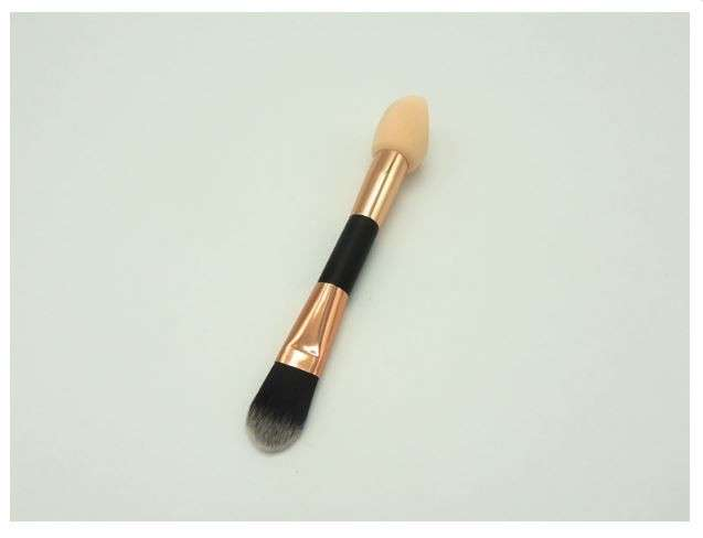 2 in 1 design foundation puff & hilighting brush