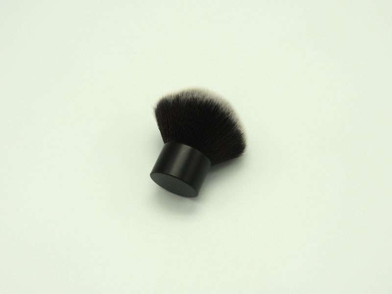 Kabuki brush cosmetic brush